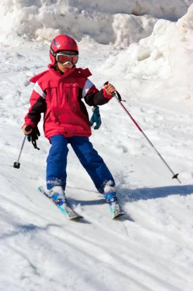 Занятие детей на горных лыжах в Белокурихе